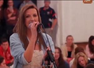 Coláiste Lurgan student sings
